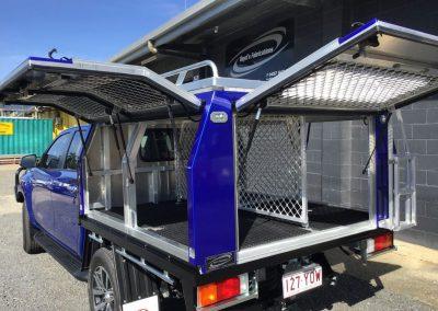 Dual-cab-internal swinging doors for dog separation